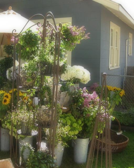 Roseville Antique Market Flowers
