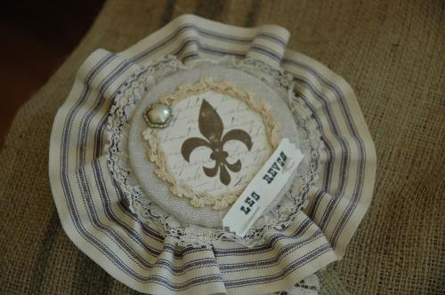 Les Reves badge closeup